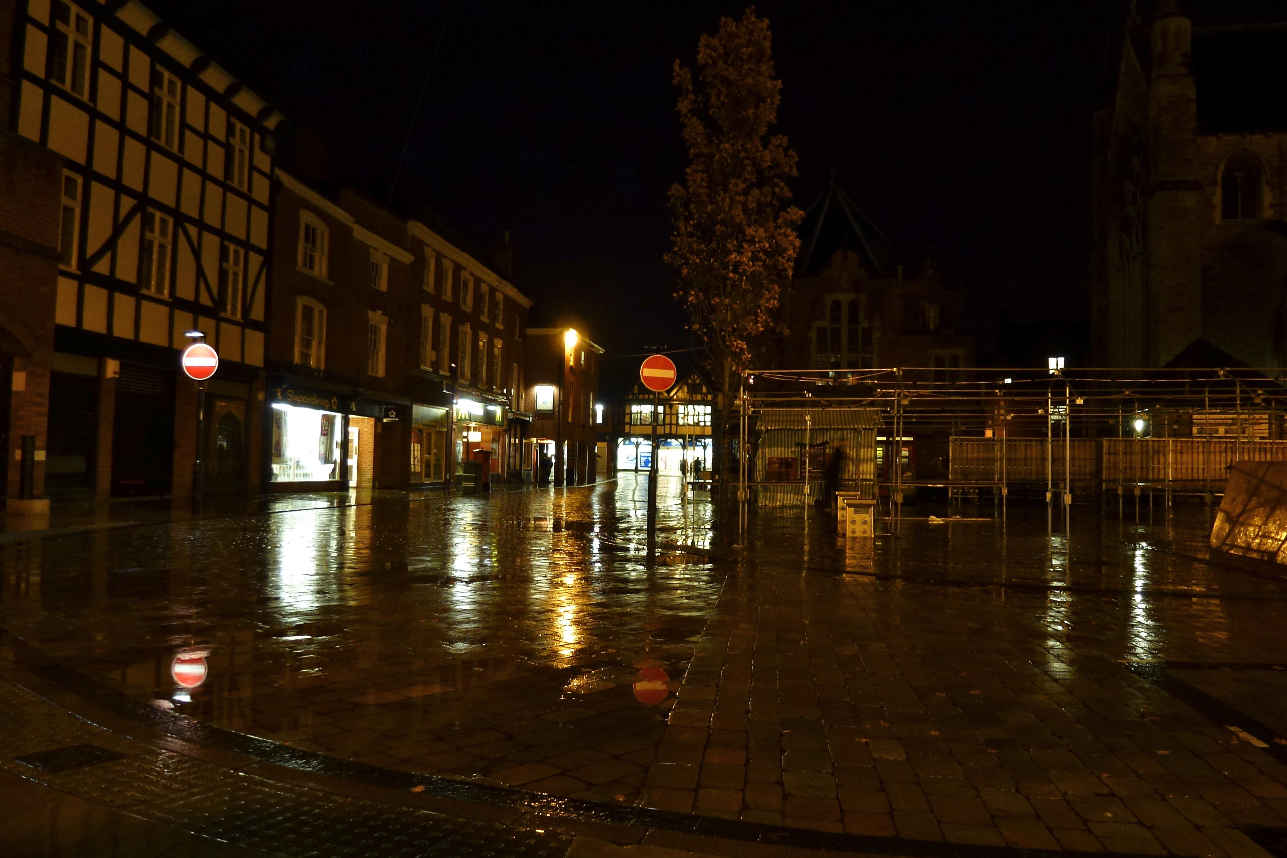 A rainy night in Lichfield | BrownhillsBob's Brownhills Blog