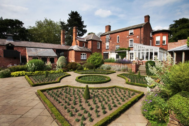 Bantock_House_Dutch_Garden